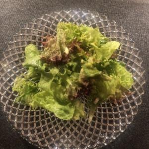 Grüner Salat passt zu Linguine in Trüffelsoße