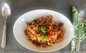 Spaghetti Zucchini-Julienne serviert