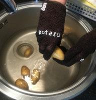 Ofenkartoffeln schrubben