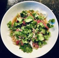 Pho-Suppe fertig auf dem Teller