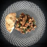 Mediterrane Filet-Pfanne mit Naanbrot