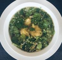 Wan Tan Suppe auf Basis einer Hühnerbrühe