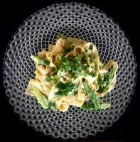 Garnelen auf Lasagnette mit grünem Spargel