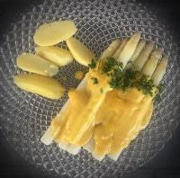 Frischer Spargel, Sauce Hollandaise, Kartoffeln