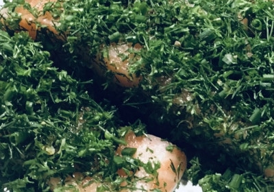 Geräuchertes Lachsfilets mit Kräuterkruste