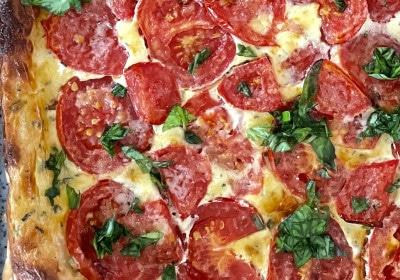 Tomaten-Tarte auf Blätterteig im Detail