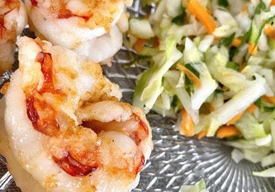 Thailändischer Salat mit Garnelen im Detail