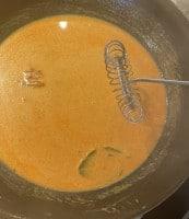 Soße für Hummerschwänze in Curry-Soße mit Pasta